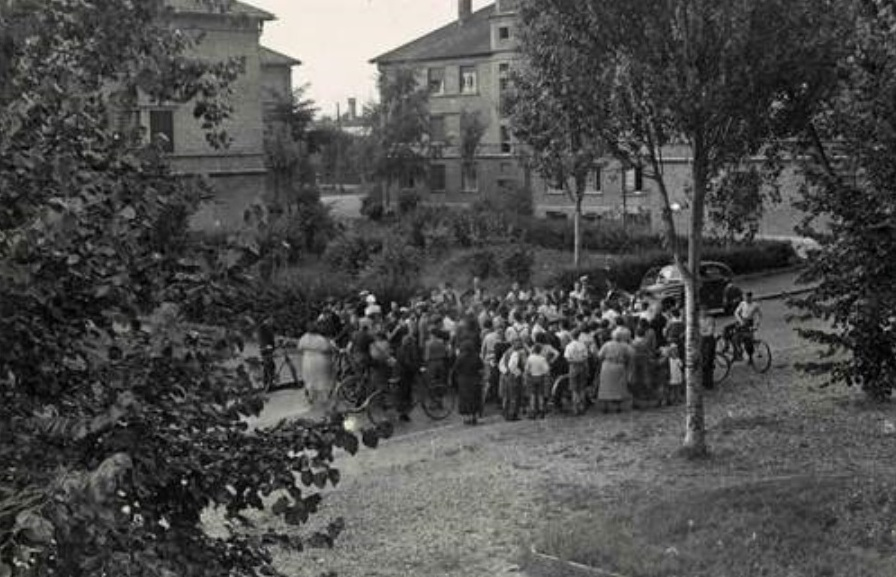 1er septembre 1939 – Annonce de l'évacuation au quartier Wallart (photographie Alexandre DANNER - Archives municipales de la Ville de Saint-Louis)