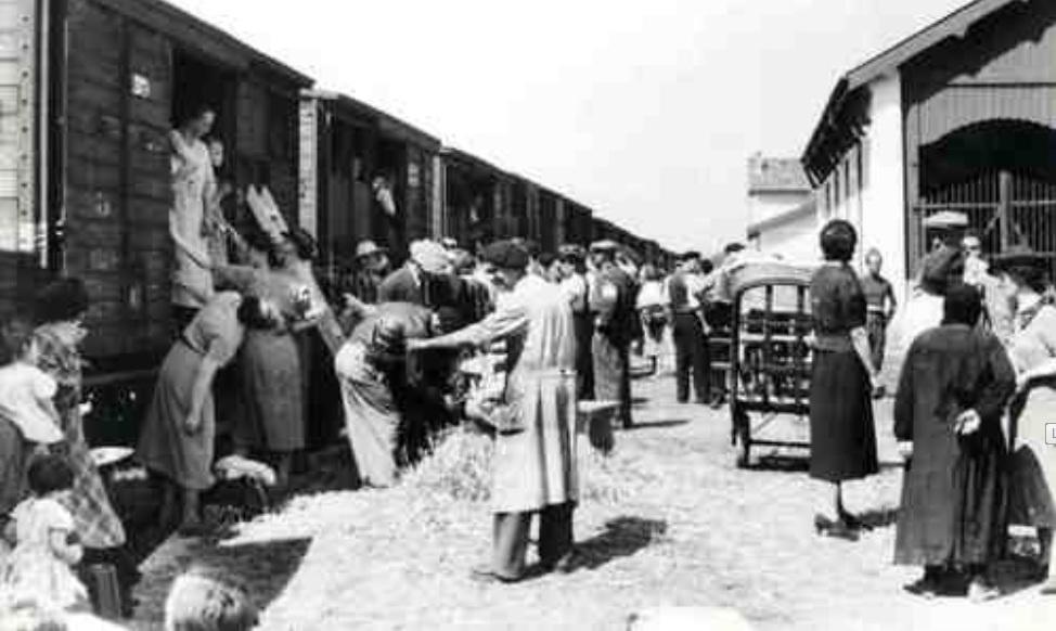 Septembre 1940 – Départ pour Saint-Louis (photographie Alexandre DANNER - Archives municipales de la Ville de Saint-Louis)